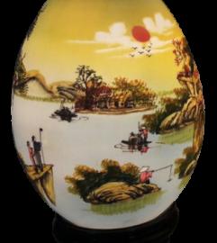 Đè trứng vẽ vừa